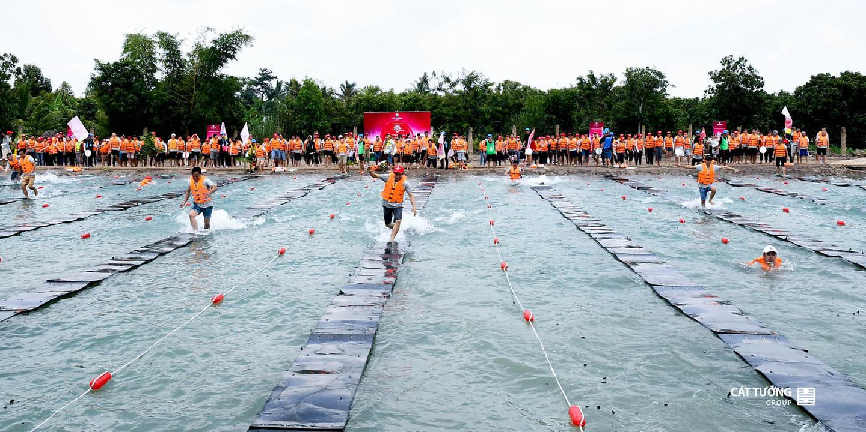 Chạy qua sông   Team Builidng Cát Tường Group 2019