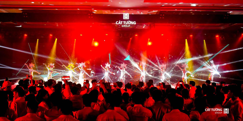 Đêm nhạc EDM đầy sôi động của Cát Tường Group