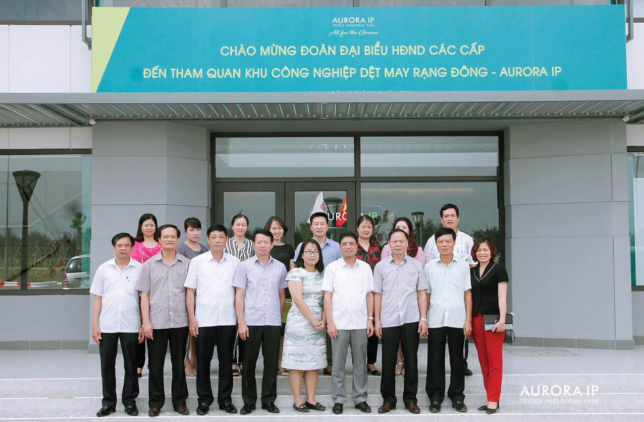亮東紡織-縫紉工業區Aurora IP 迎接南定省各級人民委員會