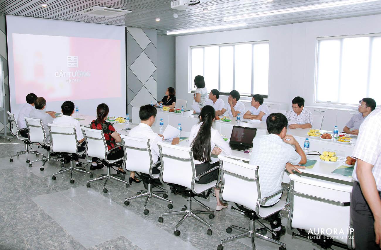 (주) Rang Dong 인프라 개발 투자 회사의 대표자는 공단 및 투자주에 대한 소개를 했음