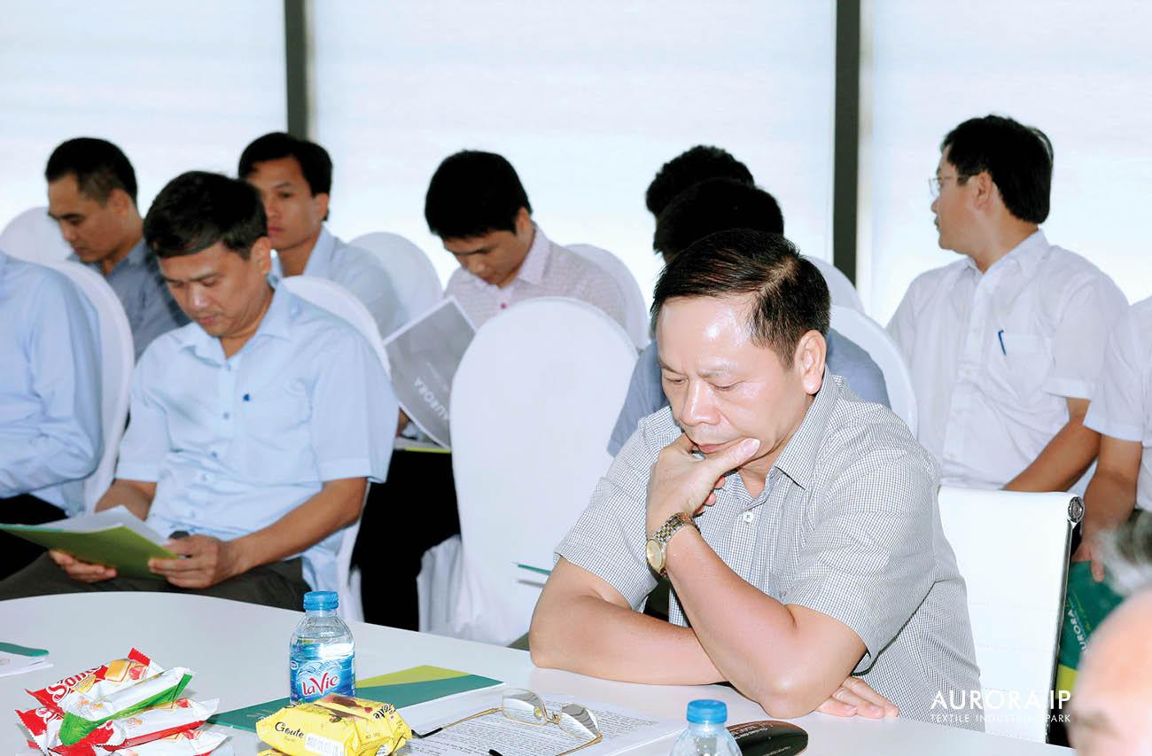 Đại diện Chủ đầu tư trao đổi với đại biểu HĐND Nam Định