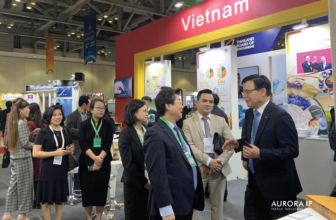 giới thiệu quầy trưng bày về các Khu Công Nghiệp tại Việt Nam