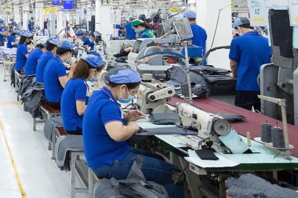 Dệt may có đơn hàng trở lại, công nhân quay lại nhà máy